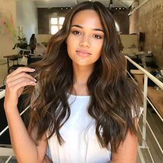 A sunkissed balayage for this beauty by Sunkissed Hair Brunette, Brunette Hair, Hair Color Purple, Brown Hair Colors, Haircuts For Long Hair, Hairstyles Haircuts, Dye My Hair, New Hair, Hair Color Balayage