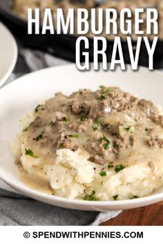 This easy hamburger gravy recipe is an old fashioned dish that is so easy to prepare. Ground beef is cooked in a creamy sauce and served with mashed potatoes, biscuits, or even pasta for a hearty and delicious meal! Hamburger Sauce, Hamburger Meat Recipes, Hamburger Gravy Recipe, Sauce Crémeuse, Ground Beef Recipes Easy, Easy Recipes, Homemade Hamburgers, Sausage Gravy, Caldo De Res