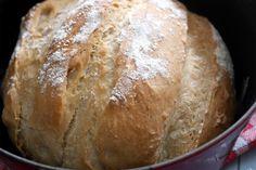 Découvrez la recette du pain cocotte Thermomix. Il n'y a pas plus facile est c'est réellement inratable. Astuces et conseils pour un pain cocotte parfait ! Pan Bread, Bread Baking, Pizza Recipes, Bread Recipes, Pain Thermomix, Robot Thermomix, Homemade Pizza Rolls, Easy Pizza Dough, Good Foods For Diabetics