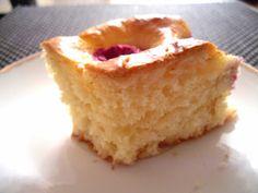 Budyń waniliowy. I nie tylko.: Ciasto drożdżowe bez wyrabiania. Za to z malinami.