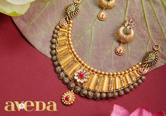 Another traditional beauty from our new collection! Shop this gorgeous neckpiece at Shree Tridev Jewellers. Check out our latest summer collection Visit: Shree Tridev Jewellers Booth No. Sector D, Chandigarh Call: 098150 60142 Antique Jewellery Designs, Jewelry Design, Wedding Jewelry, Gold Jewelry, Gold Necklace, Gold Bangles Design, Antara, Jewelry Patterns, Necklace Designs