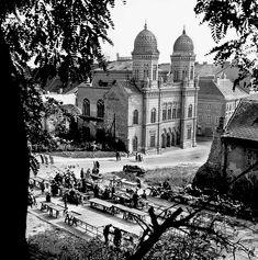 Škoda, že je tak málo fotiek tejto bratislavskej už neexistujúcej klasiky. Trochu zaostrené, upravené vežičky.