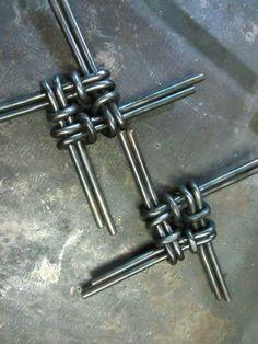 Door handle with this pattern -w Blacksmith Tools, Blacksmith Projects, Welding Art Projects, Metal Projects, Wire Crafts, Metal Crafts, Metal Workshop, Steel Art, Scrap Metal Art
