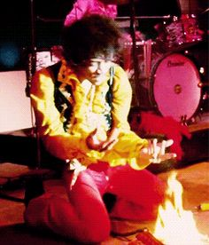 Monterey Pop Festival 1969 Jimi Hendrix Played before the who. He burned his guitar, Pete Townsend new he couldn't beat that! Jimi Hendrix Experience, Kinds Of Music, Music Love, Jimi Hendrix Fire, Rock And Roll Artists, Monterey Pop Festival, Hey Joe, Tv Show Music, Best Guitarist