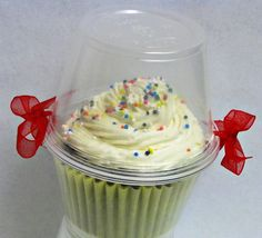 Creative & Easy Food Gift Ideas: Cupcake Holder | Home Cooking Memories  This would be great for party favours or gifts. pinned with Pinvolve - pinvolve.co