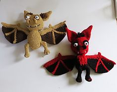Ravelry: Mystery bat pattern by Sara Everaarts- free Cute Crochet, Crochet Crafts, Yarn Crafts, Crochet Toys, Crochet Projects, Knit Crochet, Halloween Crochet Patterns, Crochet Patterns Amigurumi, Bat Pattern