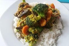 Brokkoli, Karotten und Pilze in Kokos Curry Sauce 1