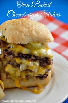 Oven-Baked Cheeseburger Sliders - Are you a fan of Cheeseburgers from Krystals or White Castles? If so, you will love these cute, fun, delicious oven baked sliders.Oven Baked Cheeseburger Sliders- for when its too cold to grilloven baked cheesesburger sli Cheeseburger Sliders, Cheeseburgers, Cheeseburger Pasta, Beef Sliders, I Love Food, Good Food, Yummy Food, Beef Recipes, Cooking Recipes