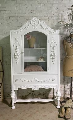 Painted Cottage Prairie Chic One of a Kind Vintage China  Display Cabinet Painted Cottage, Shabby Cottage, Shabby Chic Hutch, Glass Knobs, Glass Door, China Cabinet Display, Pink Chalk, Floral Wall, Vintage China