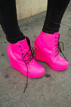 Super How To Wear Pink Shoes Street Fashion Ideas Hot Pink Wedges, Hot Pink Shoes, Pink Boots, Pink Heels, Crazy Shoes, Me Too Shoes, Harajuku, Street Style Shoes, Everything Pink