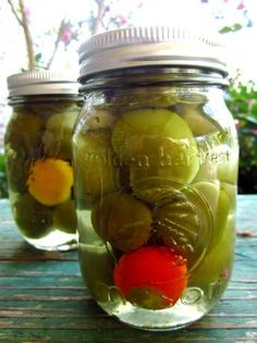 Pickled Cherry Peppers~ 2 lbs cherry peppers 4 cups white vinegar 1 cups water 1 tablespoon sugar (to taste) 1 teaspoons salt teaspoon dried oregano per jar 1 garlic cloves per jar (whole or halved) 1 small bay leaf per jar 2 peppercorn per jars Pickled Cherry Peppers Recipe, Pickled Banana Peppers, Pickled Cherries, Canned Cherries, Stuffed Banana Peppers, Pickled Sweet Peppers, Pickled Eggs, Cherry Bomb Pepper, Cherry Pepper Recipes