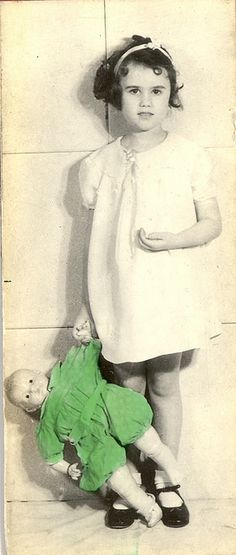 This is an image from a 1930's keystone binocular card. These cards were used in the Keystone eye testing machine for children and adults with cognitive impairments.
