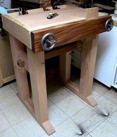 Por Luis Albano desde La mesa de trabajo o Banco de carpintero (Ing. Workbench) es una de las piezasesencialesen el taller decarpintería. En este articulo conoceremos que es un banco de carpinte…