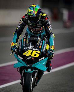 Valentino Rossi Helmet, Motogp Valentino Rossi, Valentino Rossi 46, Motorcycle Riding Gloves, Buy Motorcycle, Moto Bike, Motorcycle Helmets, Shark Helmets, Motorcycle Quotes