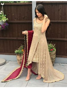 Verlobung - New Ideas Pakistani Wedding Outfits, Bridal Outfits, Pakistani Dresses, Indian Dresses, Eid Outfits, Indian Designer Outfits, Indian Outfits Modern, Pakistani Dress Design, Desi Clothes