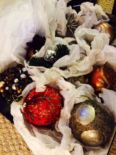 Christmas Tree 2014 - getting ready with the ornaments