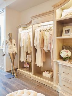 Bridal display - weddings boutique displays, retail boutique, boutique s Boutique Design, Design Shop, Bridal Boutique Interior, Boutique Decor, Shop Interior Design, Store Design, Clothing Boutique Interior, Boutique Displays, Retail Boutique