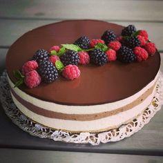 #leivojakoristele #hyydytehaaste Kiitos @kakkuvaltakunta Cake, Desserts, Food, Tailgate Desserts, Deserts, Food Cakes, Eten, Cakes, Postres