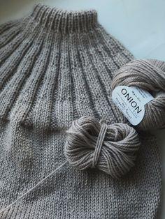 Sunday Sweater strikket i økologisk uldgarn - Ecoknitting Lace Knitting Stitches, Beginner Knitting Patterns, Poncho Knitting Patterns, Dress Sewing Patterns, Knitting For Beginners, Hand Knitting, Crochet Patterns, Couture Embroidery, Knit Crochet