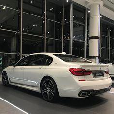 98 вподобань, 1 коментарів – Abu Dhabi Motors (@manni_abudhabi) в Instagram: «M760Li xDrive, 608bhp, 0-100km/h in 3.7s V12 #abudhabimotors #abudhabi #bmw #m760li #mperformance…»