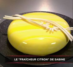 I present you the cake chosen by Cyril Lignac during the show of 23 . Gourmet Desserts, Vegan Dessert Recipes, Easy Cake Recipes, Fun Desserts, Sweet Recipes, Baking Recipes, Chefs, Mousse, Birthday Sheet Cakes