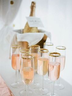 From martinis to champagne, there's no better way to get a hen party started than with some tipsy time! Check out these awesome drink inspired hen party activities #hen #party #activity #ideas #tipsy #classy #chic #stylish #fun #weekend #planning #alternative #cocktails #champagne #unusual #vintage #perfect
