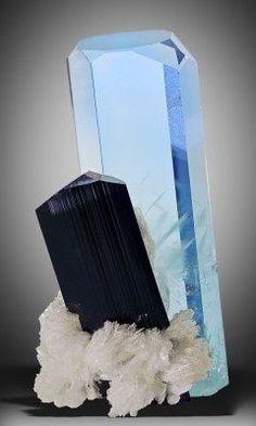 Aquamarine and Schorl on Clevelandite