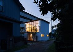 Tetsuo Yamaji builds house with mass-produced components