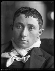 Italian boy, Ellis Island, 1907