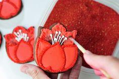 Haniela's - Pretty tulip cut out cookies tutorial