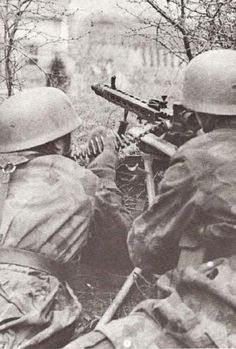 Eyeball view of a battlefield from behind an Axis/Allied MG position: - Page 8 Luftwaffe, Paratrooper, Narvik, Ww2 History, Military History, German Soldiers Ww2, German Uniforms, War Photography, Military Photos