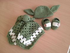Crocheted Yoda set for a baby - lovey, hat and shoes | Star Wars