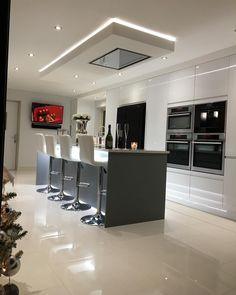Grey Kitchen Designs, Luxury Kitchen Design, Kitchen Room Design, Home Room Design, Home Decor Kitchen, Modern House Design, Interior Design Kitchen, Open Plan Kitchen Dining Living, Open Plan Kitchen Diner