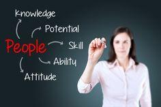 Ser um líder eficaz é um desafio complexo, experimentado por vários profissionais bem sucedidos no mundo corporativo.   Existem momentos, durante a ascensão profissional, em que constatamos a necessidade de desenvolver novas competências, para continuar a trajetória de sucesso. Esses momentos podem surgir em uma promoção de colaborador individual a gestor de equipe, ou nas passagens seguintes de liderança (quando um líder se torna responsável por outros gestores, ou quando assume…