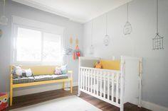 Quarto de bebê: corujas em amarelo e cinza