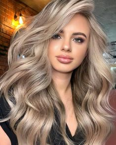 Amazing Beige Blonde Hair Color Trends for Women 2020 Blonde Hair Looks, Brown Blonde Hair, Blonde Honey, Blonde On Blonde, Makeup For Blonde Hair, Blonde Hair Lowlights, Blonde Hair With Brown Underneath, Blonde Hair For Fall, Ginger Blonde Hair