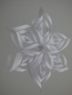 les diff rentes tapes pour obtenir des flocons de neige en papier papier d coup pinterest. Black Bedroom Furniture Sets. Home Design Ideas