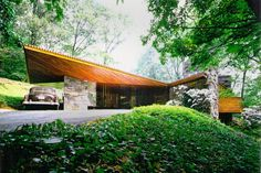 a Frank Lloyd Wright Usonian example: Roland Reisley house, completed in in Pleasantville, NY. Architecture Design, Organic Architecture, Residential Architecture, Amazing Architecture, Modern Architecture Homes, Usonian House, Frank Lloyd Wright Homes, Casas Containers, Beton Design