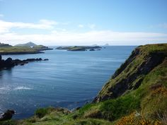 The Ring of Kerry is a famous 'must do' scenic tourist drive starting in Killarney, Co. Enjoy our Ring of Kerry route map and guide of all or 130 miles. Hiking Routes, Trail Guide, Rest Of The World, British Isles, Great View, World Heritage Sites, Places To See, Beautiful Places, Scenery
