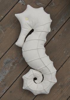 Free Seahorse Pillow Pattern | matsutake