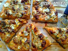 He vuelto chic@s,por fin, después de una semana de obras en casa arrancamos de nuevo con el blog.Seguiré con la ultima receta publicada, porque por culpa de falta de tiempo no le hice bastante propaganda así que , que tal una rica pizza con chorizo? http://eniskitchen.blogspot.com.es/2014/03/pizza-vazquez-pizza-con-chorizo-vazquez.html