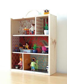 Mini casa de muñecas hechas con cajas de vino