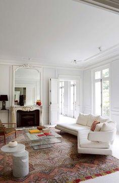 A Haussmannien Apartment / bright and bold