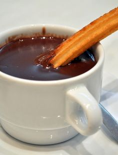 Churros con chocolate - perfect for sunday in winter :) Churros, Just Desserts, Delicious Desserts, Yummy Food, Chef Recipes, Sweet Recipes, Beignets, Chocolate Caliente, Just Eat It