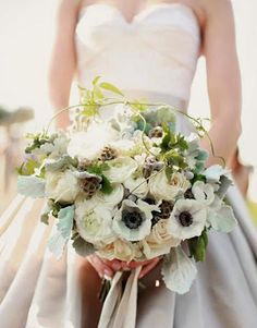 Il #bouquet delle #nozze completa #abito mentre ottimo #vino esalta #banchetto di #matrimonio http://www.nozzedicana.com/