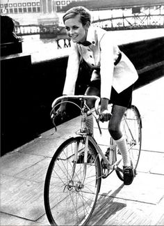 twiggy-in-bici.jpg 396×544 pixel