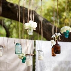 Dress up your wedding with these hanging decor ideas! (image via Bonnie Berry Photography)