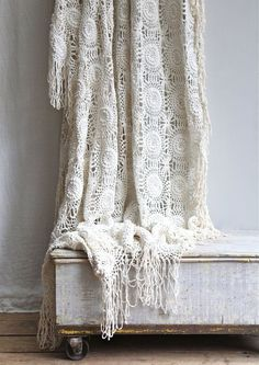 I need to find a crochet blanket like this. If anyone knows where I can buy one please tell me!