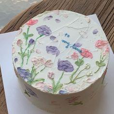 "𝑒𝓃 𝓇𝑜𝓈𝑒 on Twitter: ""Someone get me this cake for my birthday pls… "" Pretty Birthday Cakes, Pretty Cakes, Beautiful Cakes, Amazing Cakes, Mini Cakes, Cupcake Cakes, Frog Cakes, Korean Cake, Pastel Cakes"