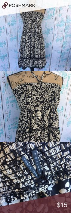 "Lapis size large strapless floral print sundress Lapis size large strapless floral print sundress. Lace bottom and super float.   🍥Bundle deals available (I carry various sizes and brands in my closet): 2 items 10% off, 3 items 15% off, 4 items or more 20% off.  🍥No trades, modeling, or lowball offers please. 🍥All reasonable offers accepted only through ""offer"" button. Please submit offer willing to pay as I prefer to not counteroffer. 🍥I appreciate you all. Happy Poshing! Lapis Dresses…"